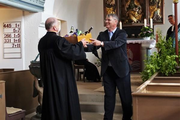 Der langjährige Kollege Pfarrer i. R. Otto Schrepfer ...