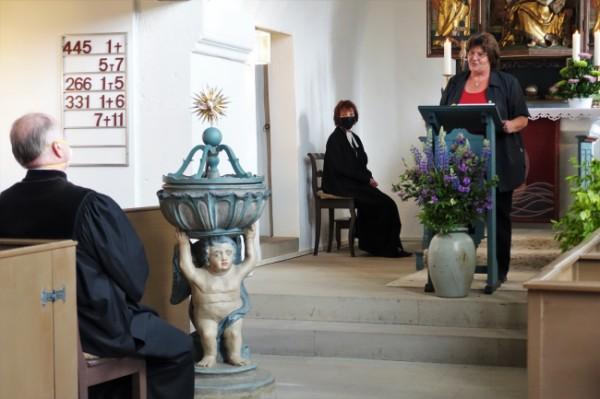 ... die Vertrauensfrau des Kirchenvorstandes Unterschlauersbach Lydia Striebel und Pfarrer Redlingshöfer sprachen Grußworte.