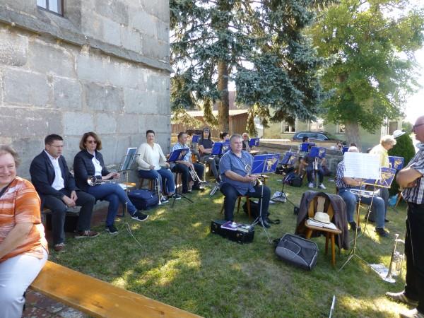 Musikalisch begleitet wurde der Gottesdienst durch den Posaunenchor Großhabersdorf mit Unterstützung einiger Bläserinnen und Bläser des Chores Vincenzenbronn.